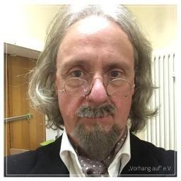 """Ralf als Professor Crey in """"Die Feuerzangenbowle"""" (2016)"""